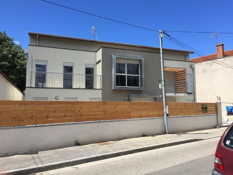 Rental apartment Bron 720€ CC - Picture 1
