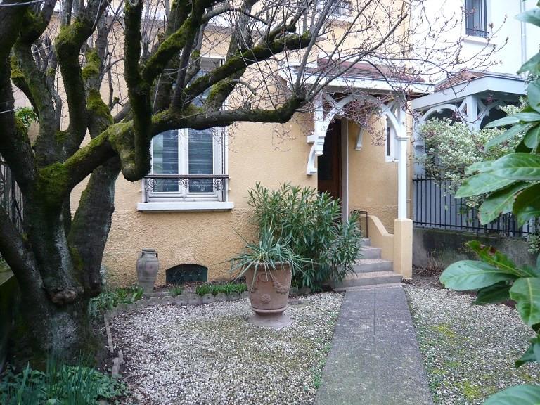 Location maison / villa Bron 1545€ CC - Photo 3