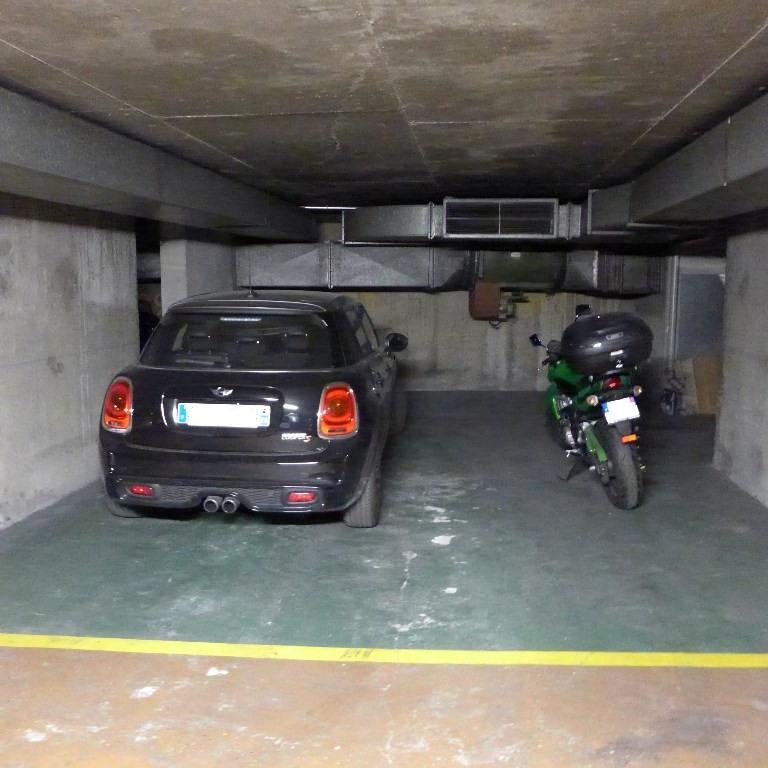 Sale parking spaces Paris 15ème 23100€ - Picture 1