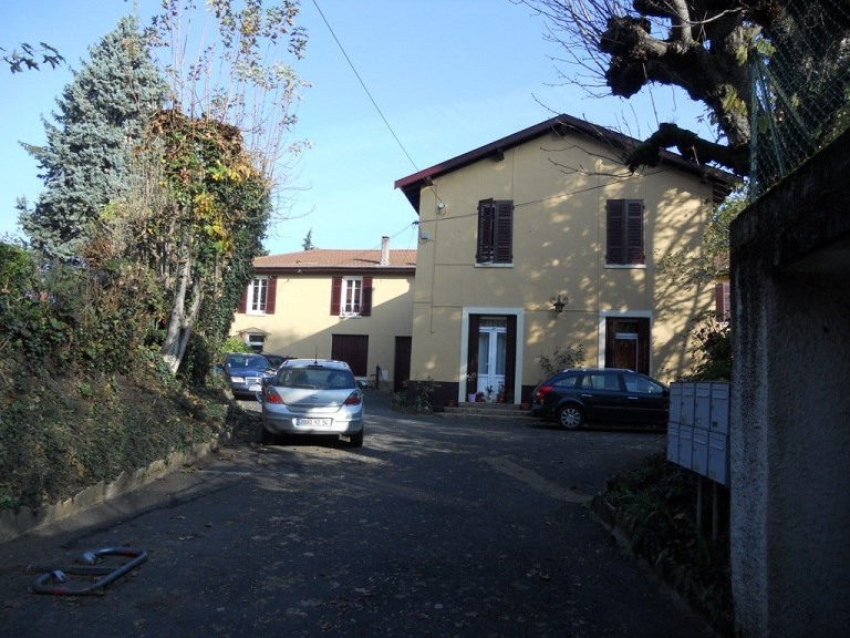 Location appartement Collonges au mont d'or 880€ CC - Photo 1