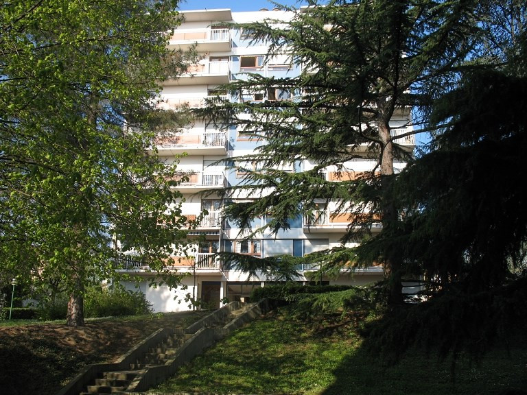 Rental apartment Oullins 829€ CC - Picture 1