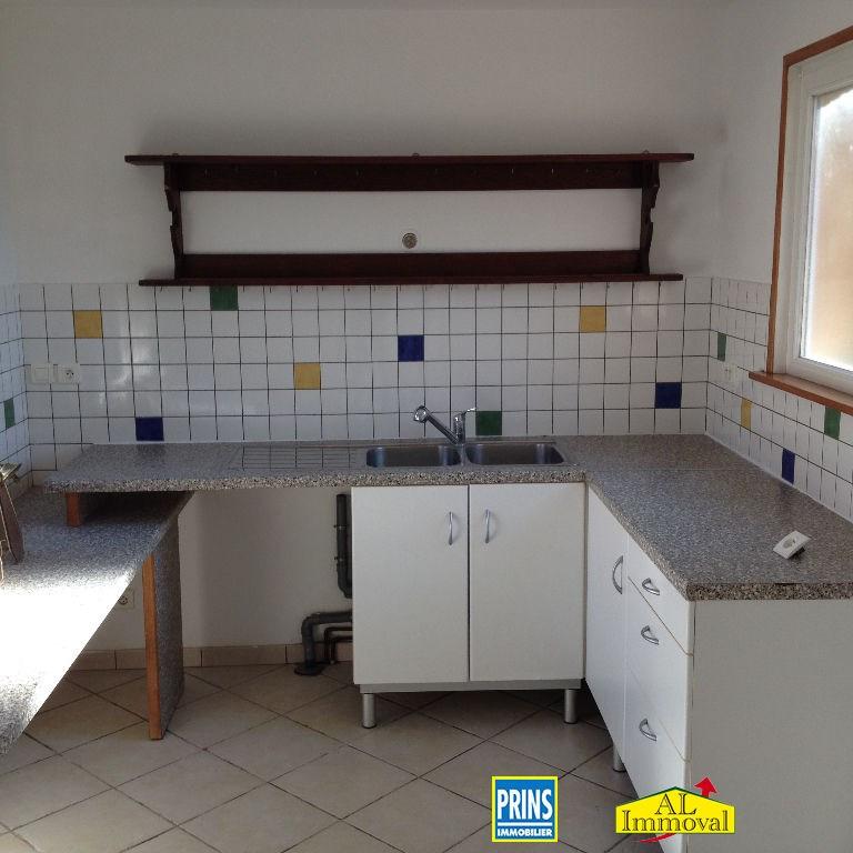 Location maison / villa Quernes 660€ CC - Photo 4