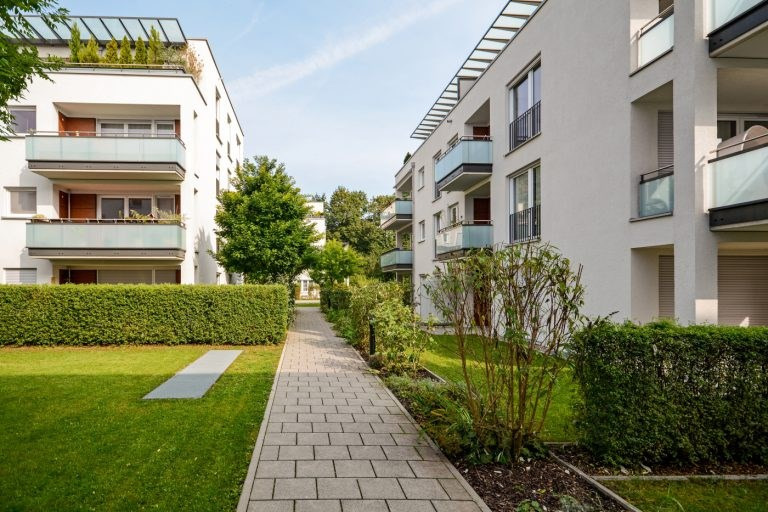 Sale apartment Courbevoie 670000€ - Picture 2