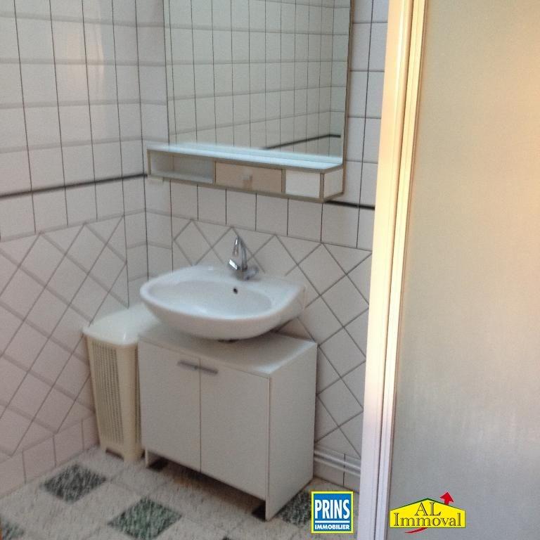 Location maison / villa Quernes 660€ CC - Photo 9