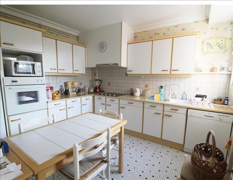 Sale house / villa Maurepas 303000€ - Picture 2