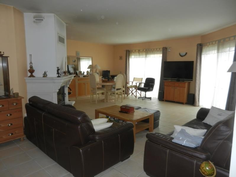 Sale house / villa Forges 219900€ - Picture 2