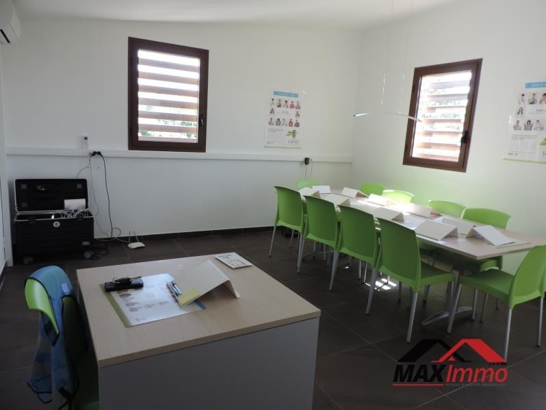 Location local commercial St benoit 129€ HT/HC - Photo 3
