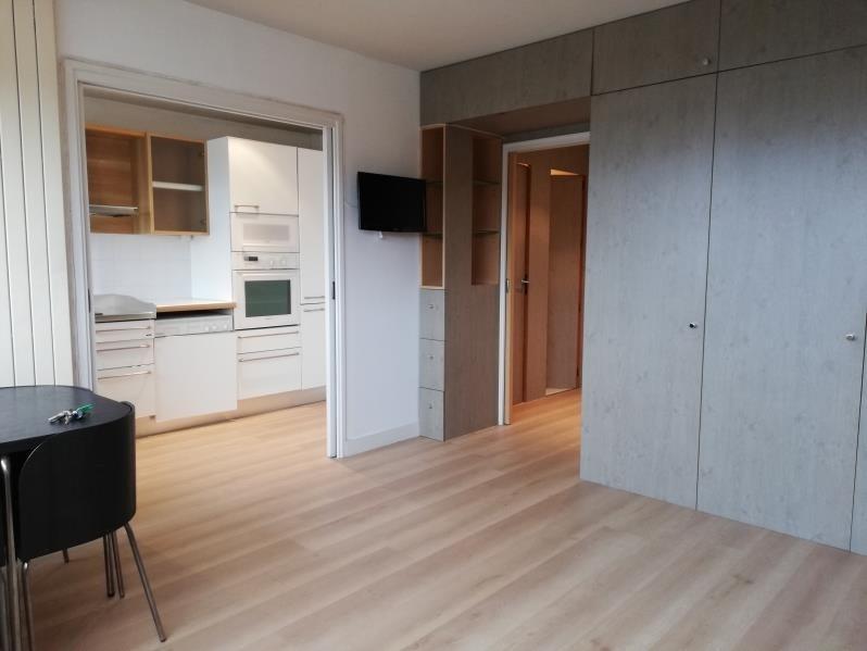 Rental apartment Paris 15ème 1074€ CC - Picture 1