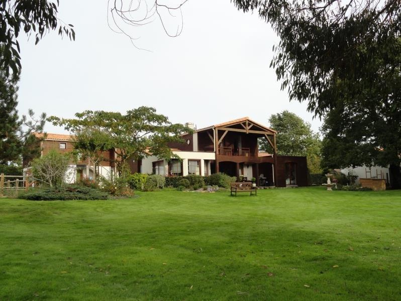 Deluxe sale house / villa Clisson 668900€ - Picture 1