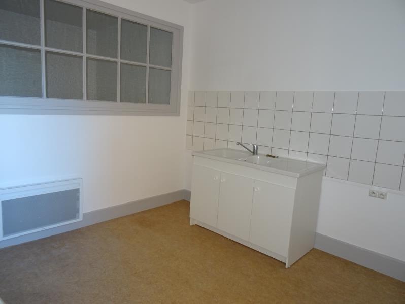 Location appartement Le coteau 355€ CC - Photo 1