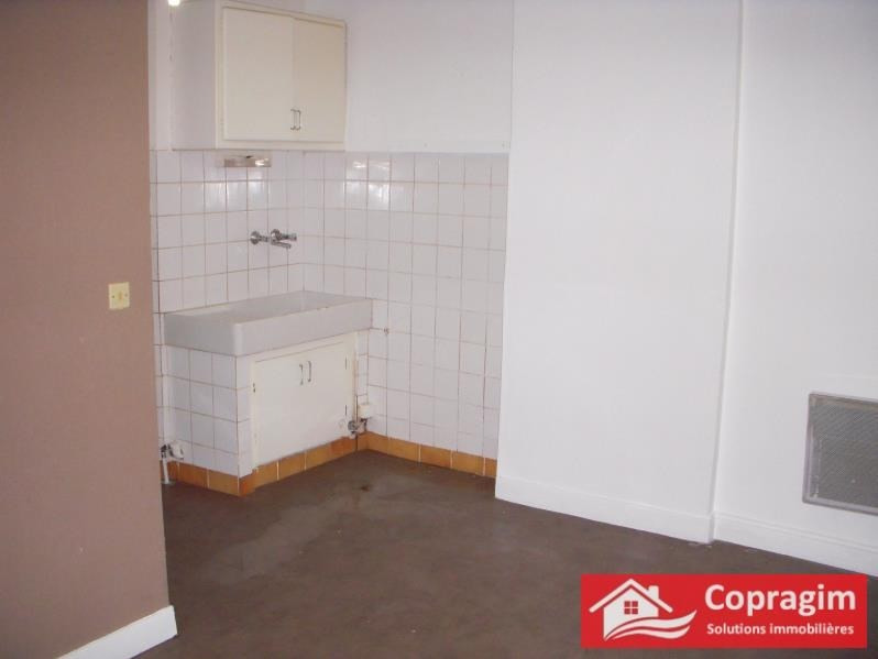 Rental apartment Montereau fault yonne 403€ CC - Picture 1