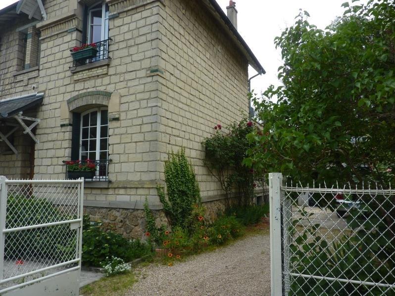 Sale house / villa Le mesnil le roi 682500€ - Picture 2