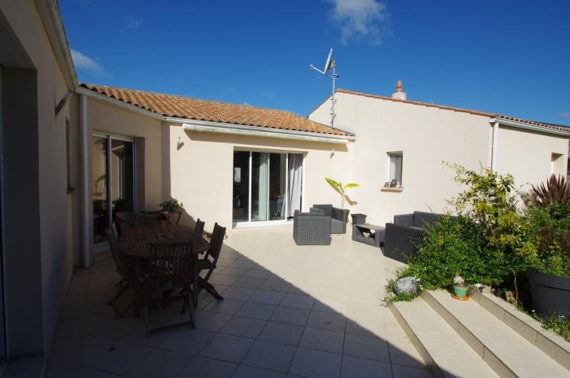 Sale house / villa La rochelle 374 400€ - Picture 2