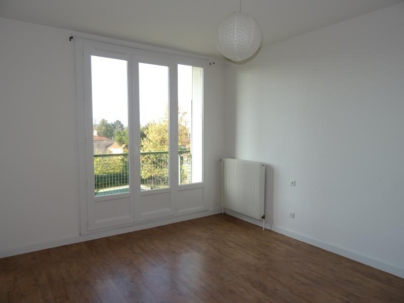 Location appartement Le coteau 322€ CC - Photo 1