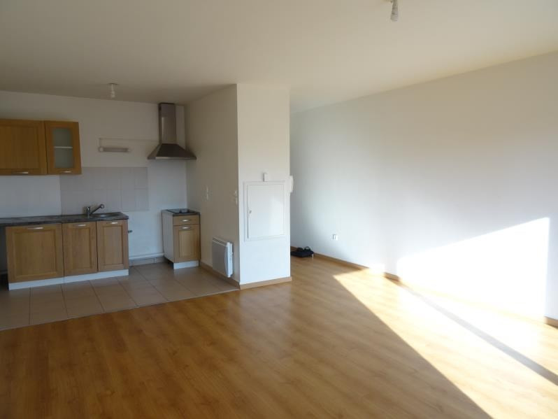 Rental apartment Persan 710€ CC - Picture 2
