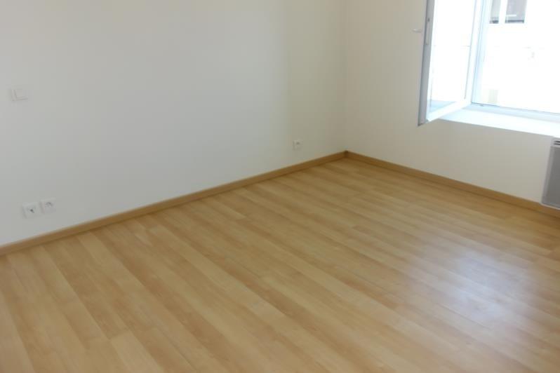 Rental apartment St denis la chevasse 420€ CC - Picture 4
