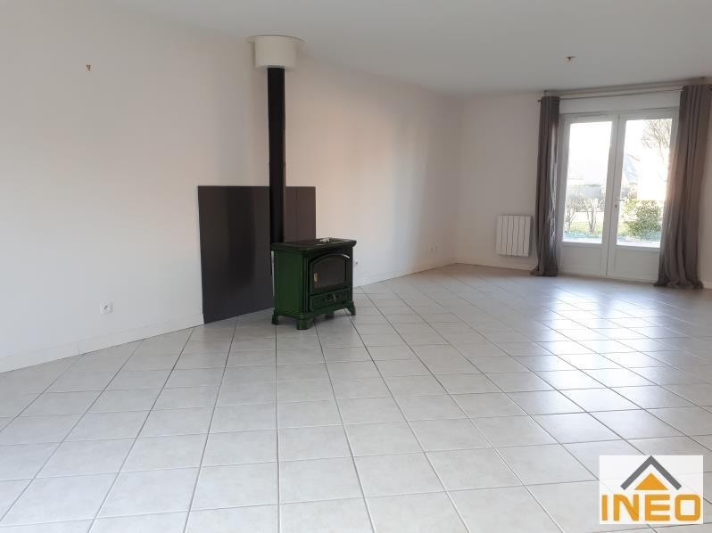 Location maison / villa Bedee 935€ CC - Photo 4