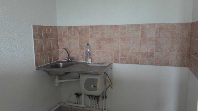 Location appartement Le moule 470€ CC - Photo 3
