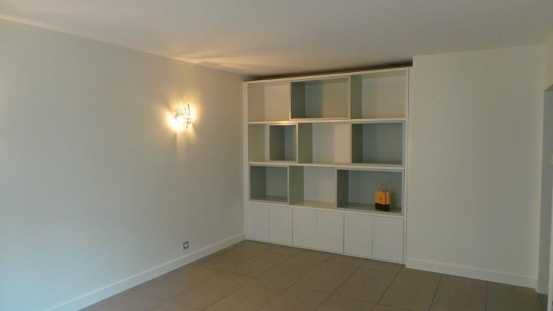 Rental apartment Levallois perret 1 600€ CC - Picture 1