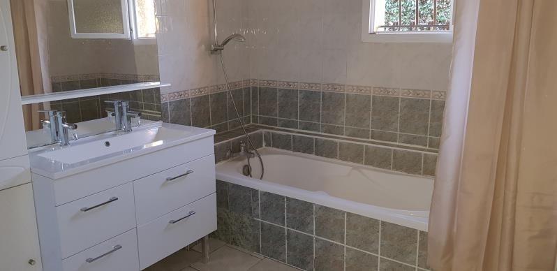Sale house / villa Le luc 265000€ - Picture 6