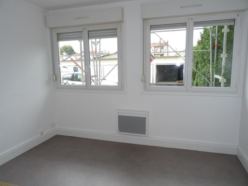 Location appartement Le coteau 275€ CC - Photo 1