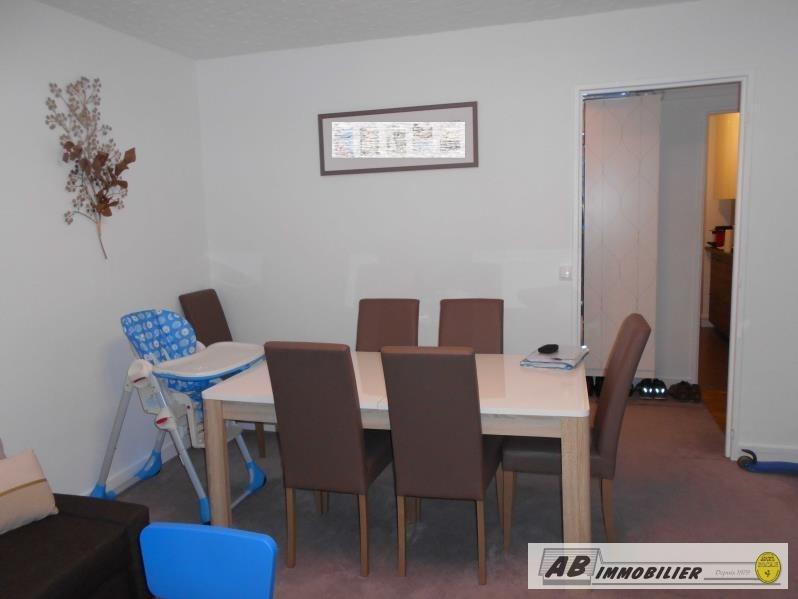 Rental apartment St cyr l ecole 980€ CC - Picture 2