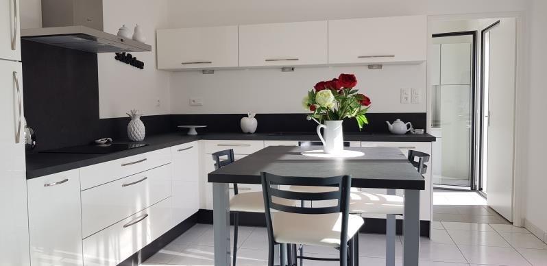 Sale house / villa Aiffres 327000€ - Picture 1