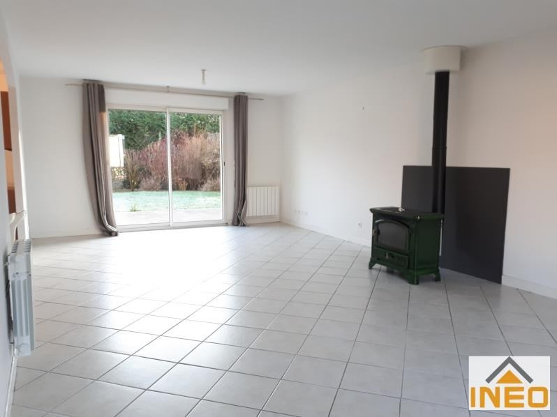 Location maison / villa Bedee 935€ CC - Photo 3