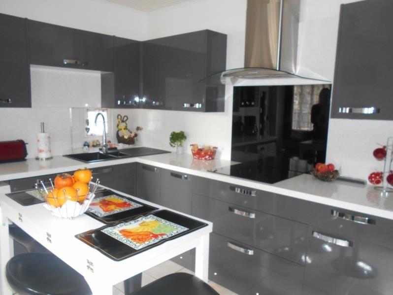 Sale house / villa Les avenieres 167900€ - Picture 2