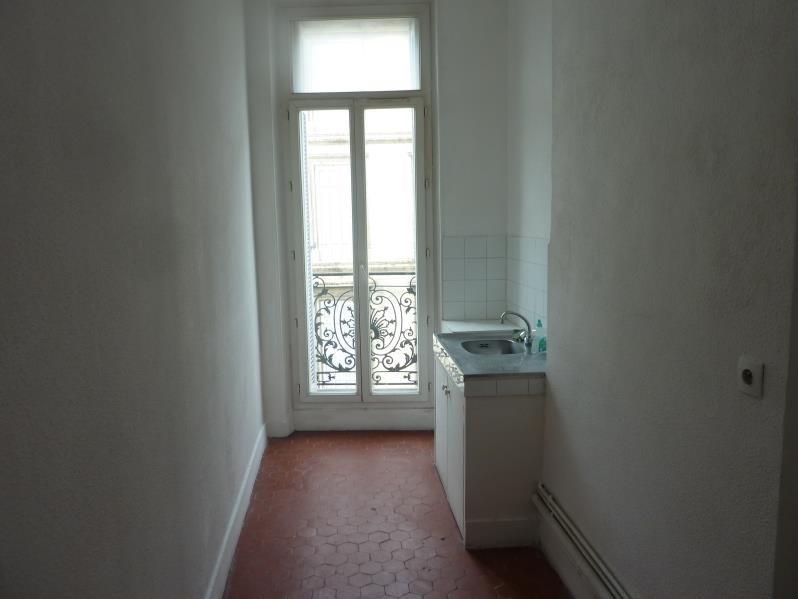 Location appartement Marseille 6ème 610€ CC - Photo 6