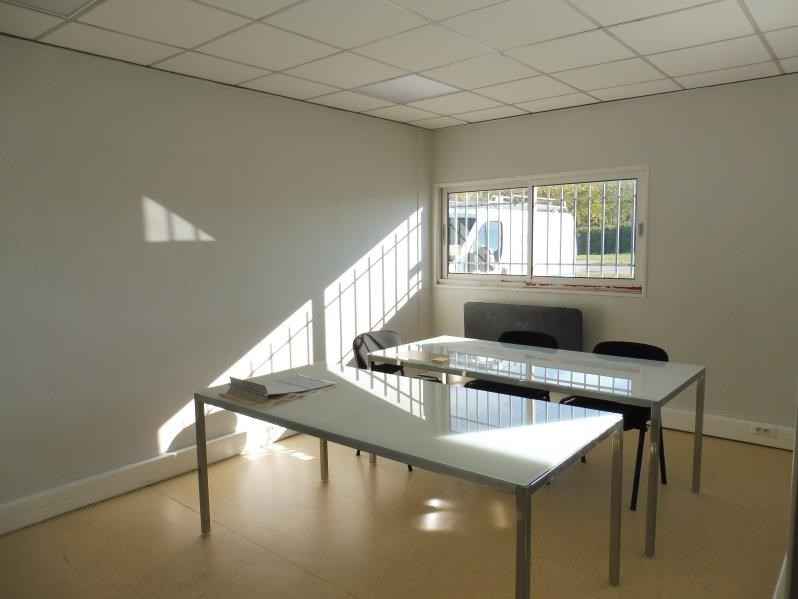 Location local commercial La roche sur yon 1 850€ HT/HC - Photo 4