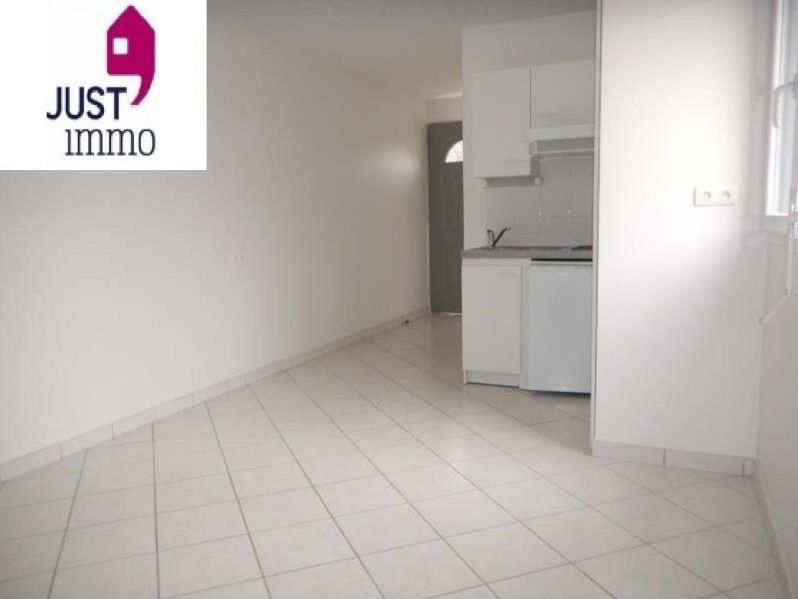 Location appartement St julien les villas 320€ CC - Photo 1