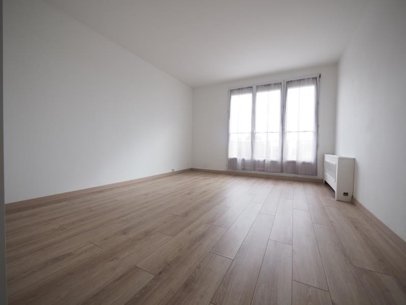 Rental apartment Bois d'arcy 950€ CC - Picture 1