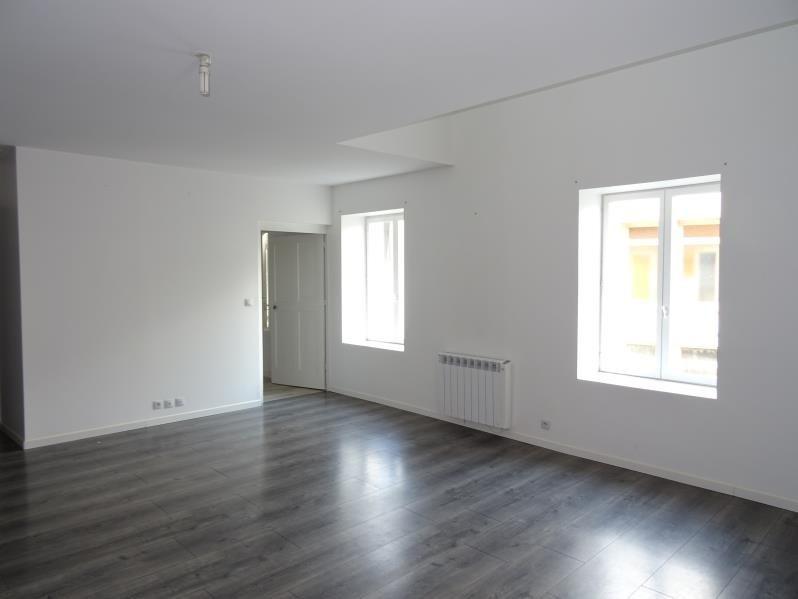 Location appartement Renaison 550€ CC - Photo 2