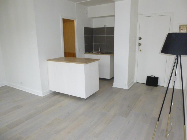 Sale apartment Paris 10ème 270000€ - Picture 2