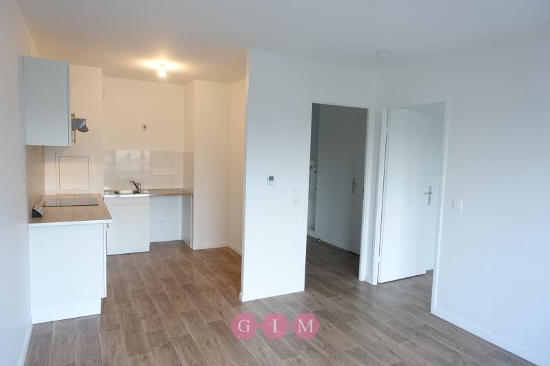 Location appartement Carrieres sous poissy 711€ CC - Photo 2
