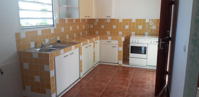 Rental house / villa Ste anne 700€ CC - Picture 3