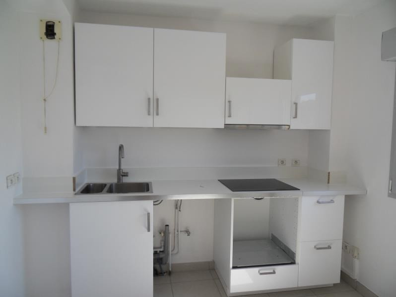 Rental apartment Ste foy les lyon 1 544€ CC - Picture 1