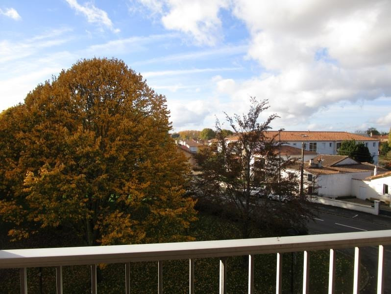 Sale apartment Niort 89900€ - Picture 3