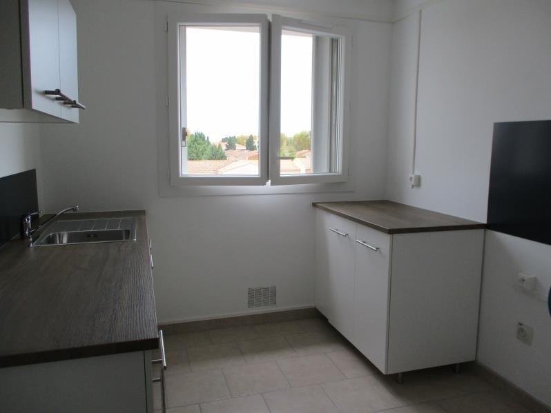 Rental apartment Salon de provence 704€ CC - Picture 2