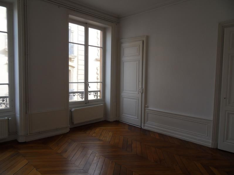 Location appartement Macon 681€ CC - Photo 2