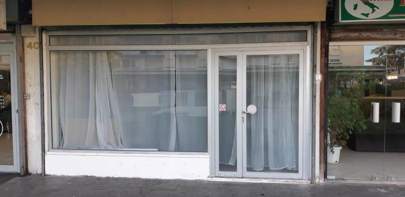 Location local commercial Acheres 971€ HT/HC - Photo 5