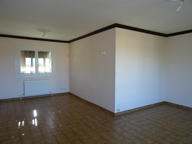 Location maison / villa Lentigny 740€ CC - Photo 1