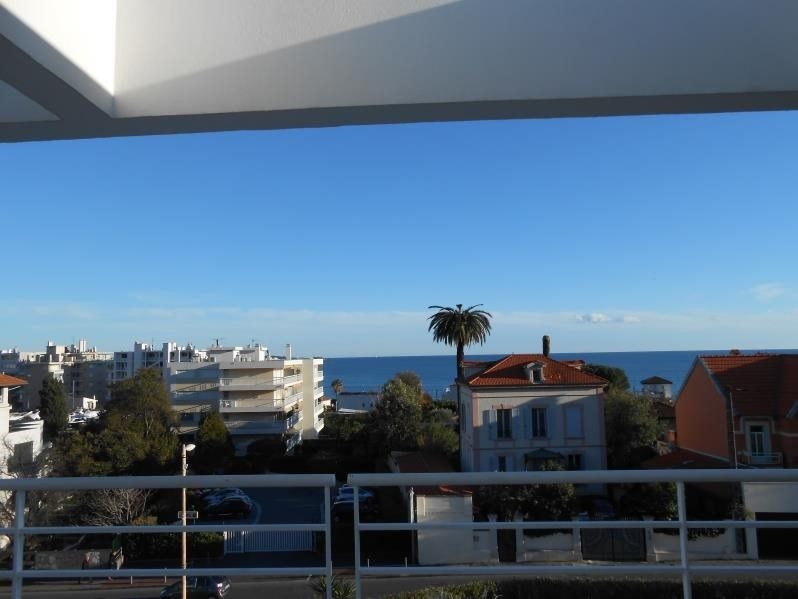 Sale apartment Le golfe juan 330 000€ - Picture 1