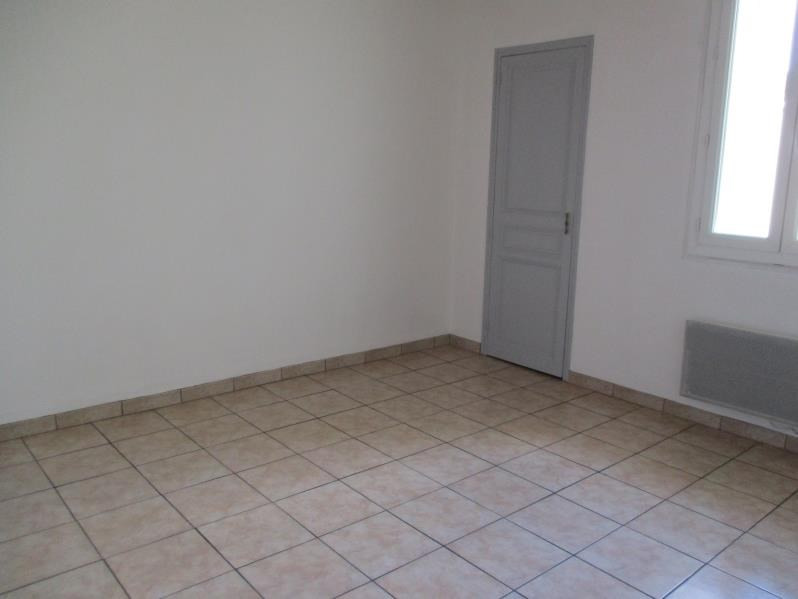 Rental apartment Salon de provence 510€ CC - Picture 2