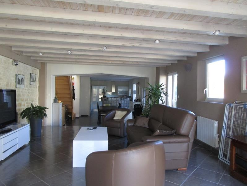 Sale house / villa St gelais 229 900€ - Picture 2