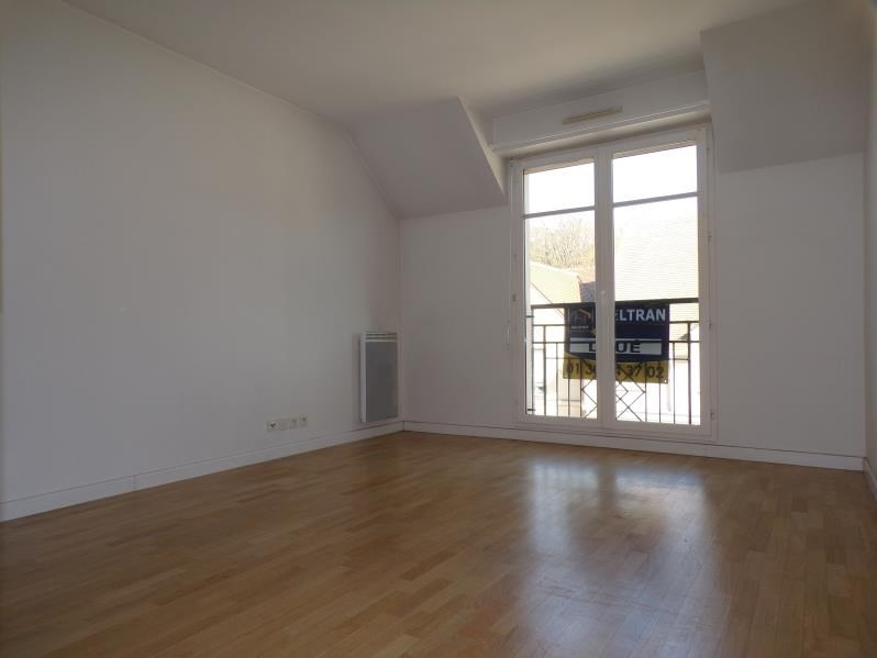Rental apartment Buc 880€ CC - Picture 1