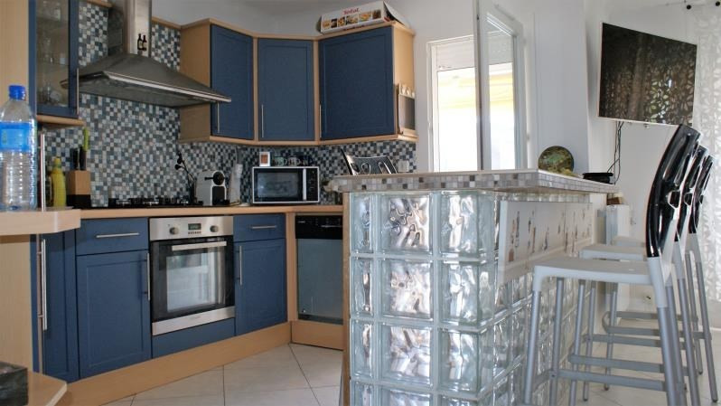 Sale apartment St raphael 228000€ - Picture 2