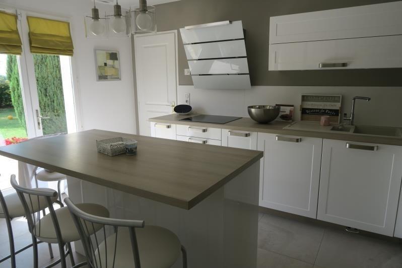 Sale house / villa Magny les hameaux 670800€ - Picture 1