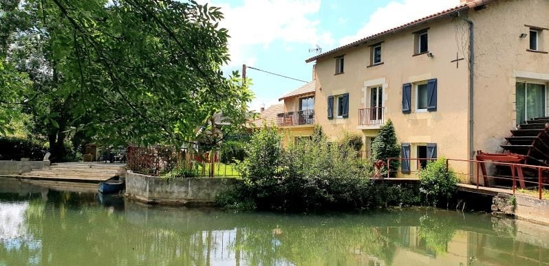 Sale house / villa Iteuil 378000€ - Picture 1